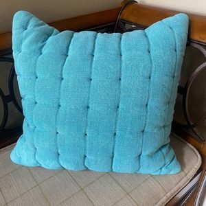 Set  Crate & Barrel Quilted Accent Pillow Shams